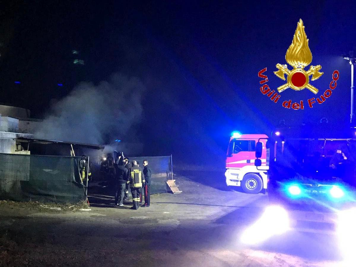 incendio mariano comense rifiuti cimitero (2)-2