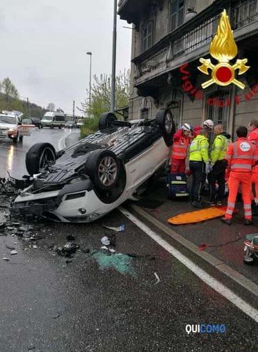 incidente auto ribaltata in via Napoleona-2
