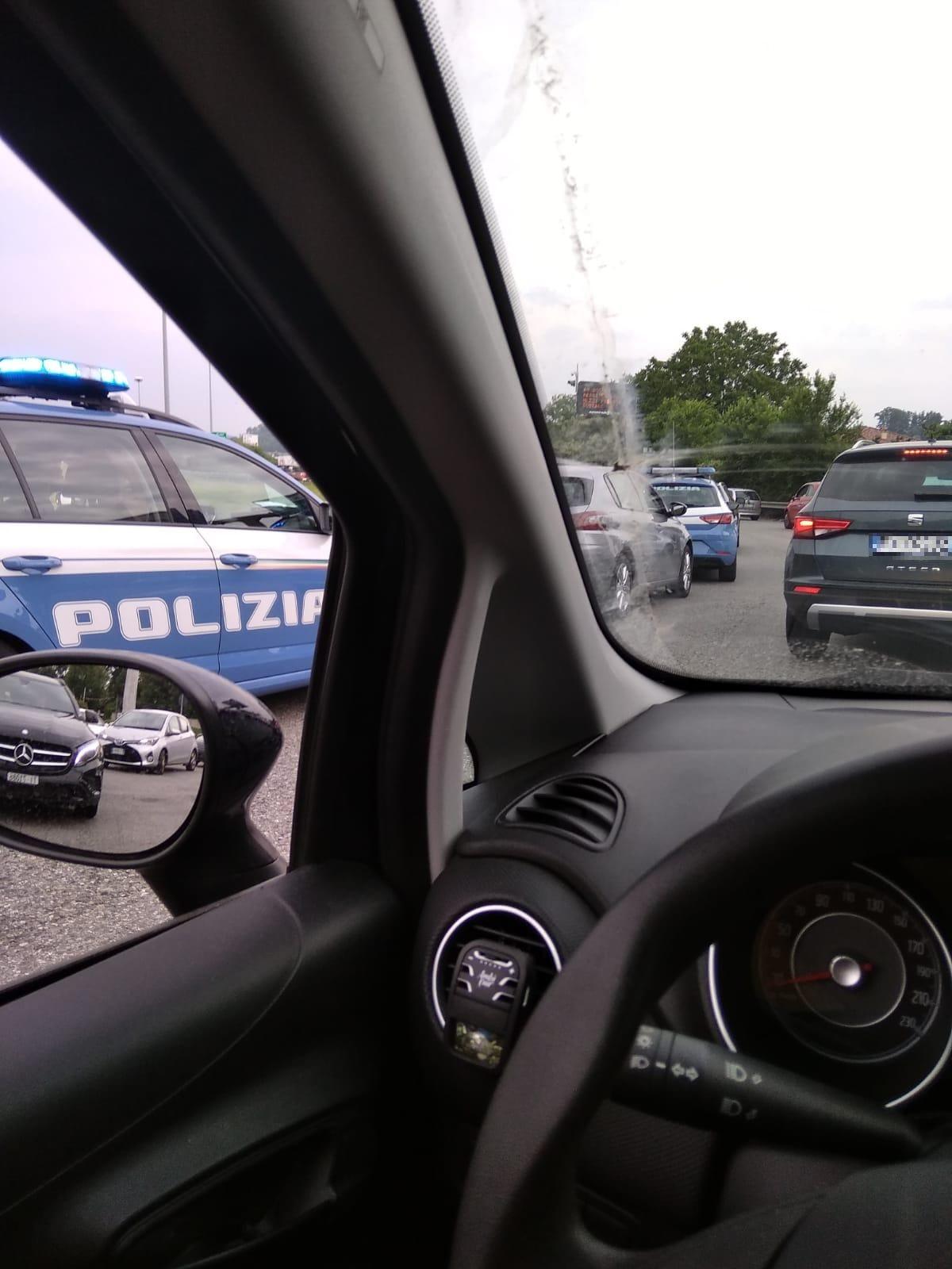 auto polizia lazzago-2