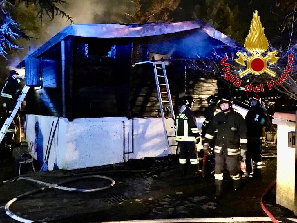 chalet guanzate vigili fuoco incendio 2-2-2