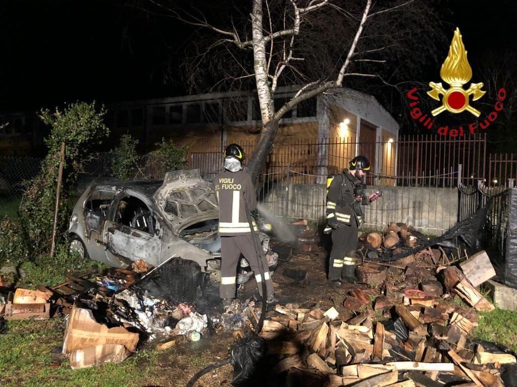 incendio legna Erba vigili fuoco 1-2