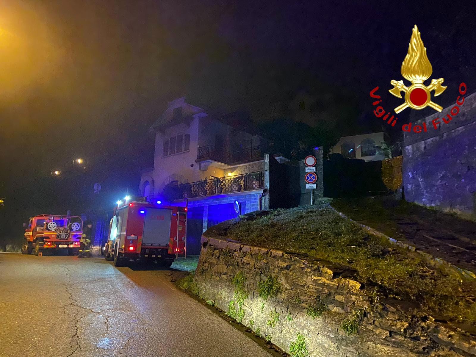 intervento vigili del guoco incendio legnaia faggeto lario molina (3)-2