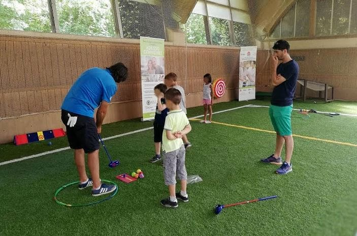 bambini giocano a golf 2