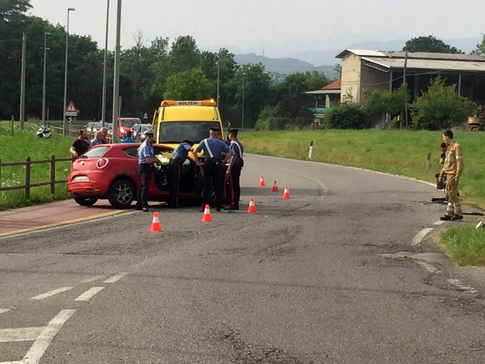 incidente a Senna Comasco carabinieri-2