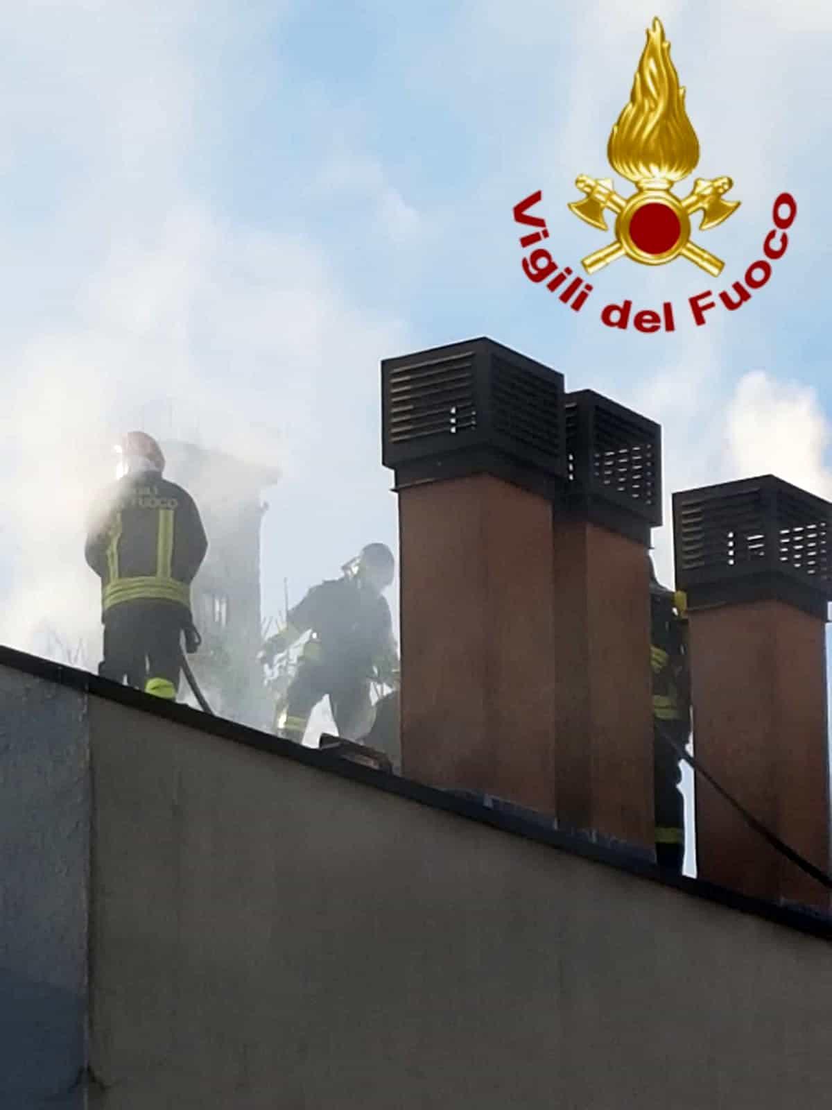 vigili del fuoco incendio tetto lambrugo via roma (1)-2