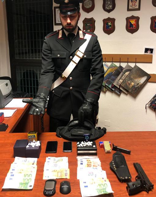 droga-soldi-pistola-carabinieri-2