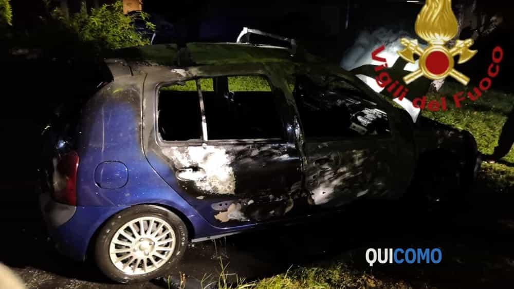 VVF in via di Vittorio auto in fiamme (1)
