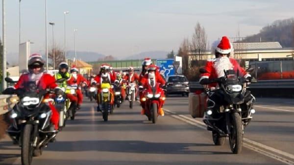 Un esercito di Babbi Natale in moto pronto a sfilare per le vie di Como