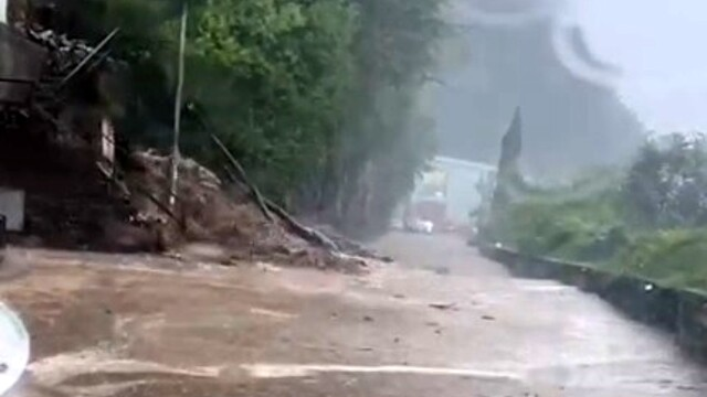 Landslides, mud and floods in Brienno and Argegno: the Regina state road closed thumbnail
