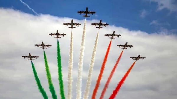 Le Frecce Tricolori a Como: sul lago lo spettacolo della pattuglia acrobatica