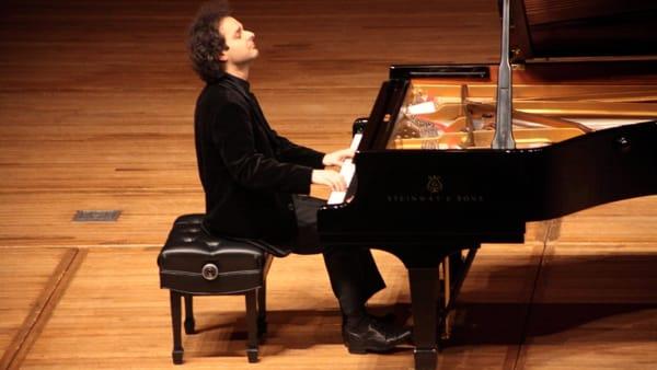 Leotta, le 11 sonate di Schubert in quattro serate al Teatro Sociale di Como