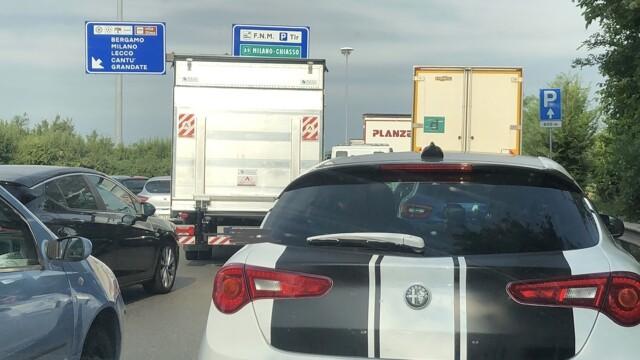 Como, via Cecilio: traffic on tilt for the motorway entrances thumbnail