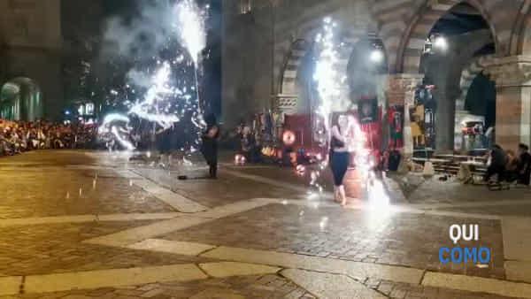 Lo spettacolare video dell'incendio in piazza Duomo