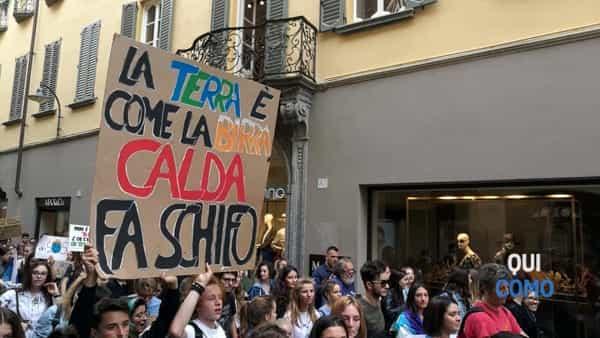 Fridays for Future: sit-in a Como per chiedere - con proposte concrete - una mobilità sostenibile in tutta la provincia