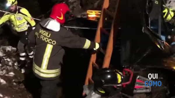 Incidente ad Alserio, auto fuori strada nel fiume: i video dei soccorsi