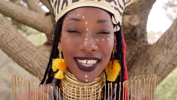 """Se questa """"africanella"""" vi potesse guardare negli occhi"""