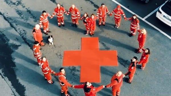 Cosa significa aiutare gli altri: un video della Croce Rossa di Como