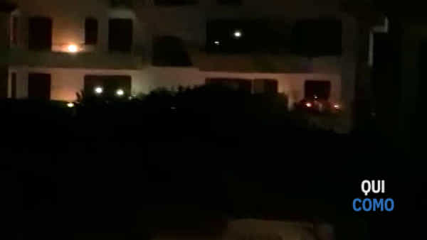 Senna Comasco: le torce illuminano il buio della nostra notte