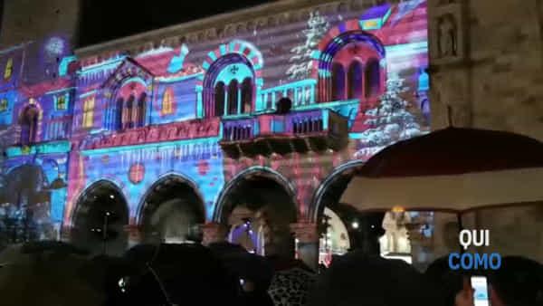 Video: lo stupore della gente quando si accendono le luci di Natale in piazza Duomo