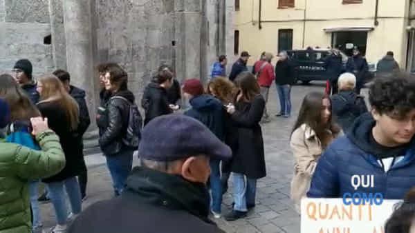 Friday for Future: ragazzi per il clima sotto Palazzo Cernezzi. Ecco il video