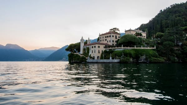 Lago di Como, magici aperitivi in estate a Villa del Balbianello