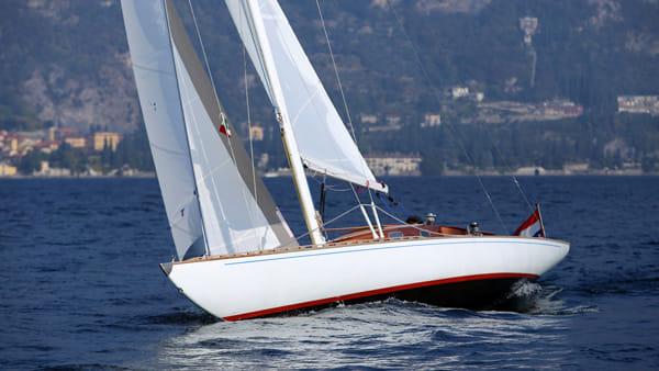 Lago di Como, tour in barca con Bellagio Sailing per vivere la regata in prima fila