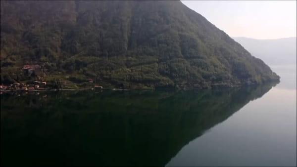 In volo sul lago piatto e tranquillo: il Lario così non si è mai visto