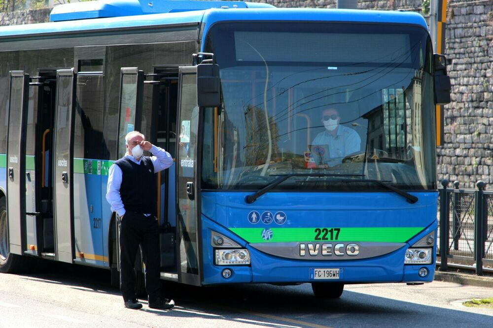 Bus a Como, dal 12 aprile torna l'orario scolastico-covid potenziato