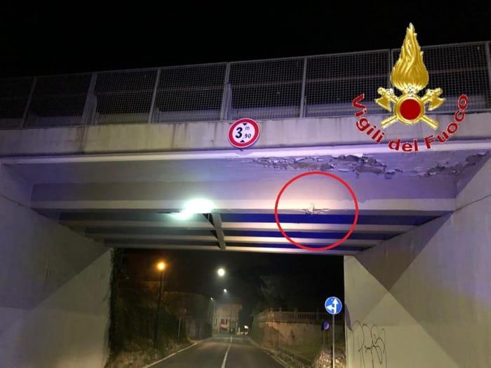 Calcinacci dal ponte della SP40 a Erba