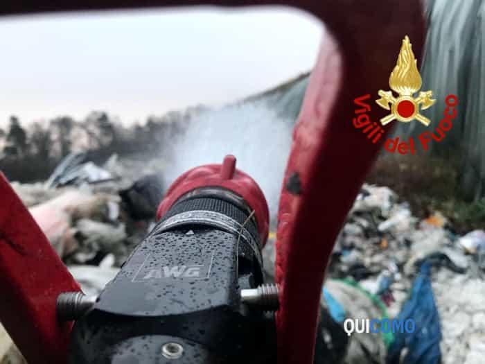 Incendio discarica di Mariano Comense