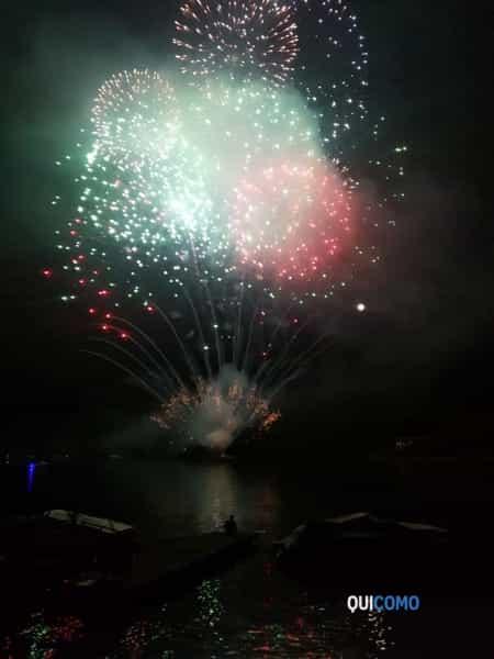 Fuochi d'artificio di Lenno - 15 agosto 2019 (foto Alberto Maesani) 10